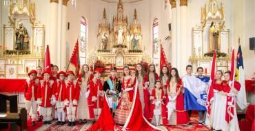 Educandos do EIC no cortejo real da Festa do Divino